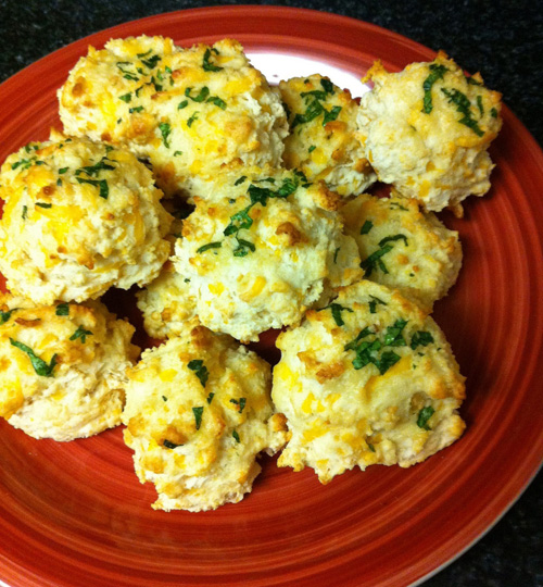 Garlic Cheddar Biscuits - Eat Yourself Skinny