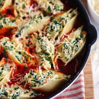 These Skillet Veggie and Cheese Stuffed Shells are soooo delicioushellip
