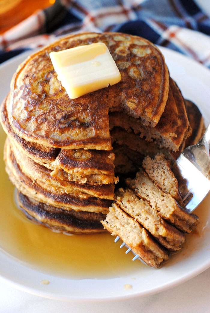 {Healthy} Harvest Pancakes - made with only eggs, banana and a little almond flour! | Eat Yourself Skinny
