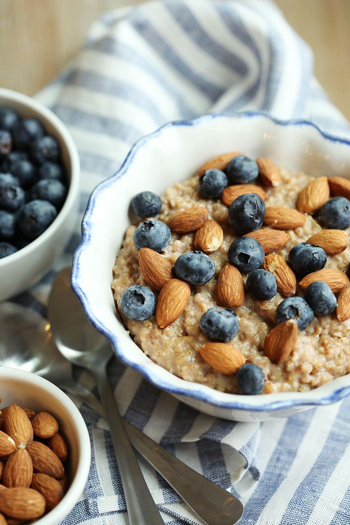 Vanilla Almond Oatmeal with Blueberries | Eat Yourself Skinny