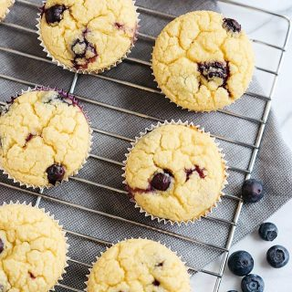 These HEALTHY Lemon Blueberry Blender Muffins are now up onhellip