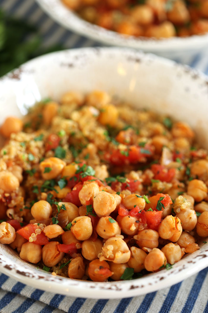 Spicy Chickpea and Quinoa Bowl | Eat Yourself Skinny