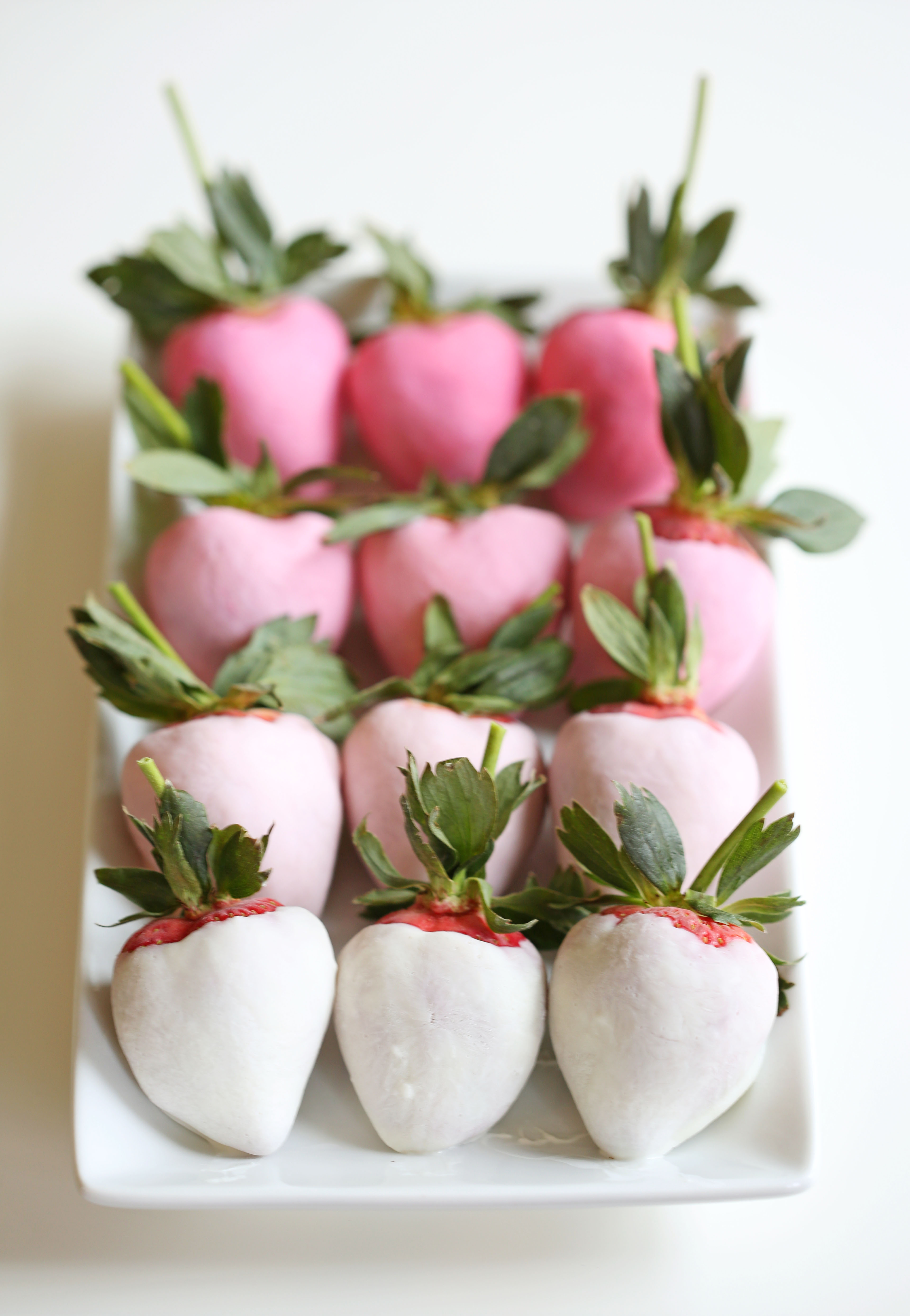 Yogurt dipped ombre strawberries eat yourself skinny yogurt dipped pink ombre strawberries for valentines day eat yourself skinny mightylinksfo