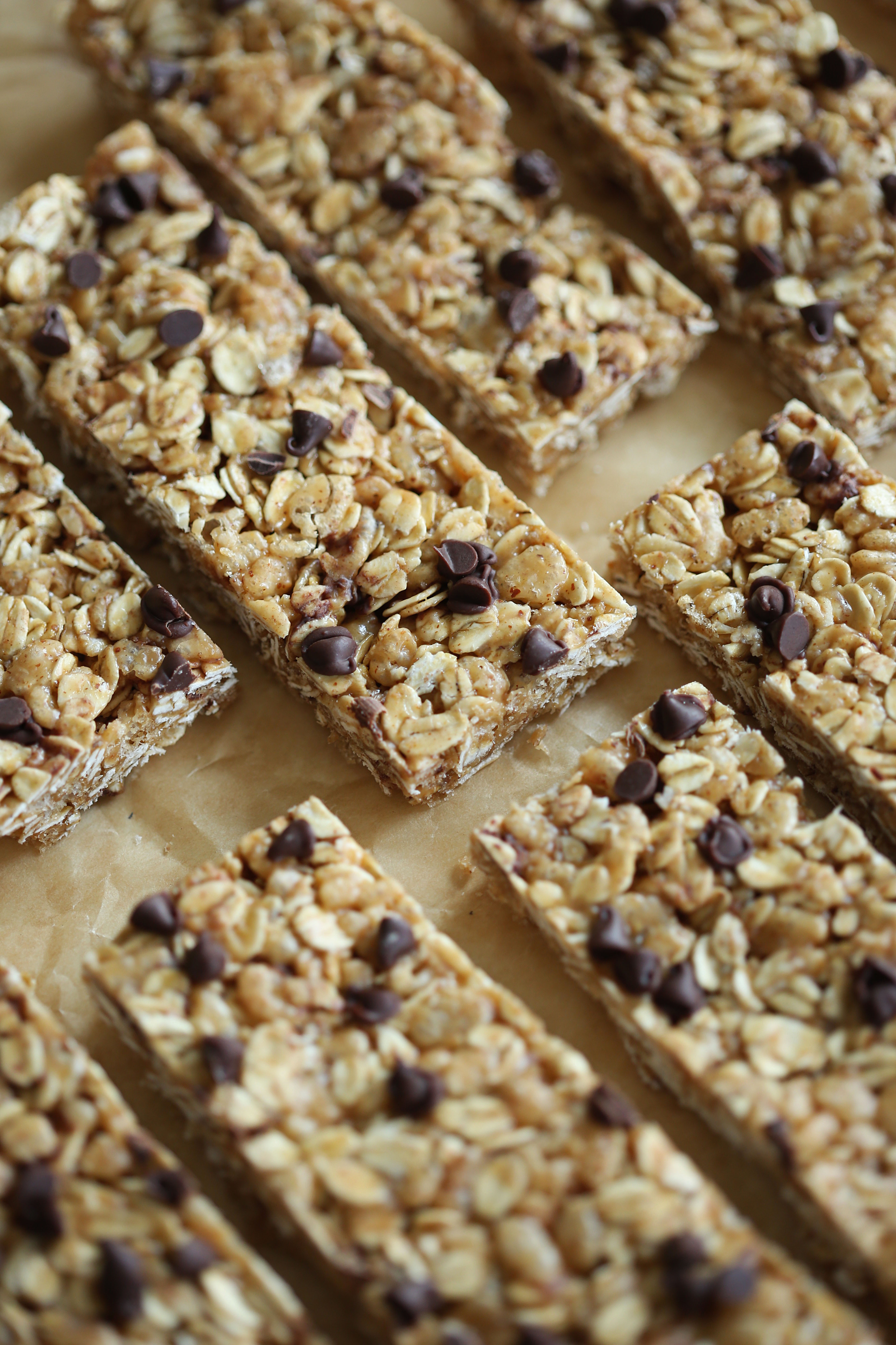 These No Bake Almond Butter Granola Bars are healthy, delicious and can easily be made in just 15 minutes! Perfect to grab on-the-go in the mornings too!