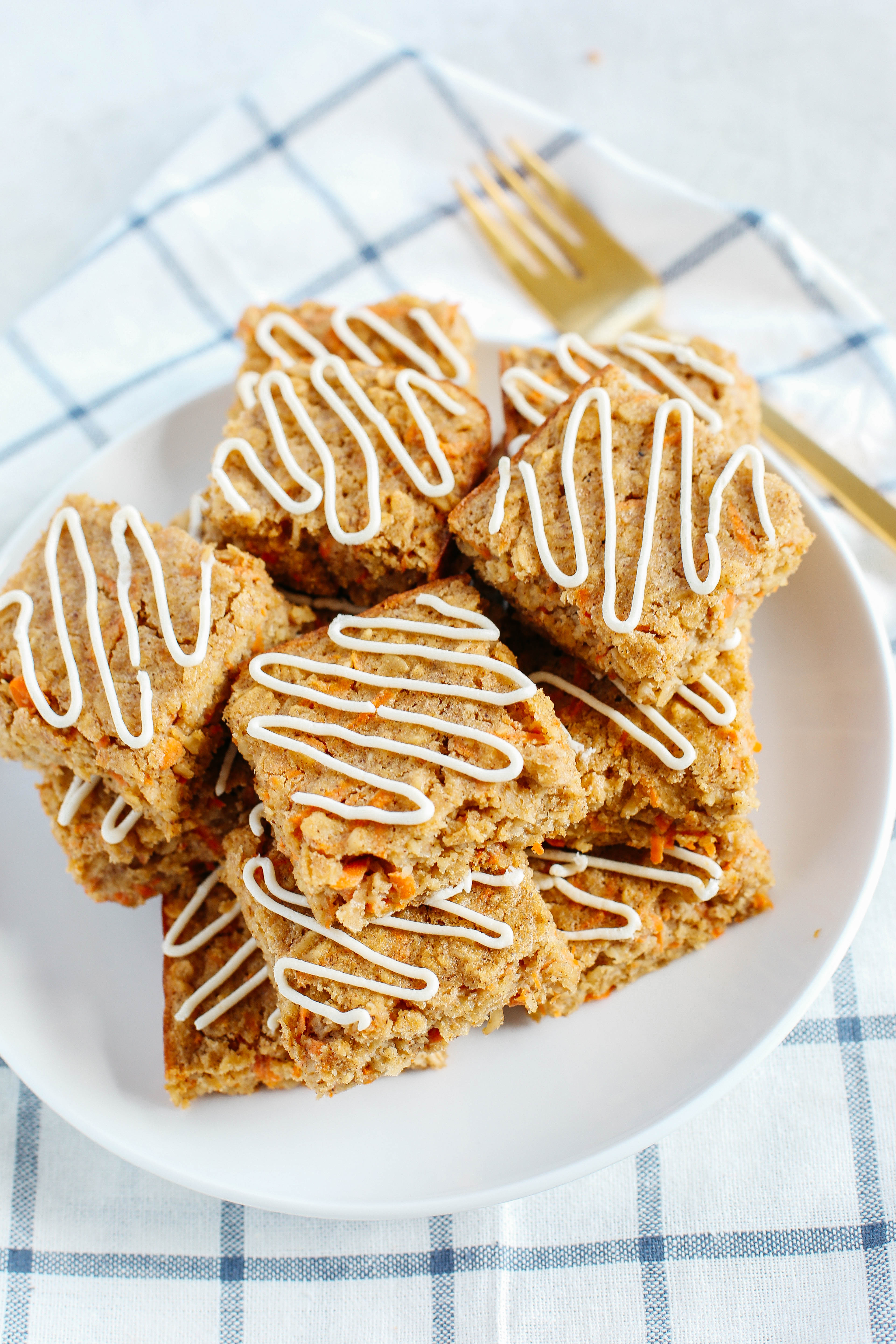 Carrot Cake Oatmeal Breakfast Bars
