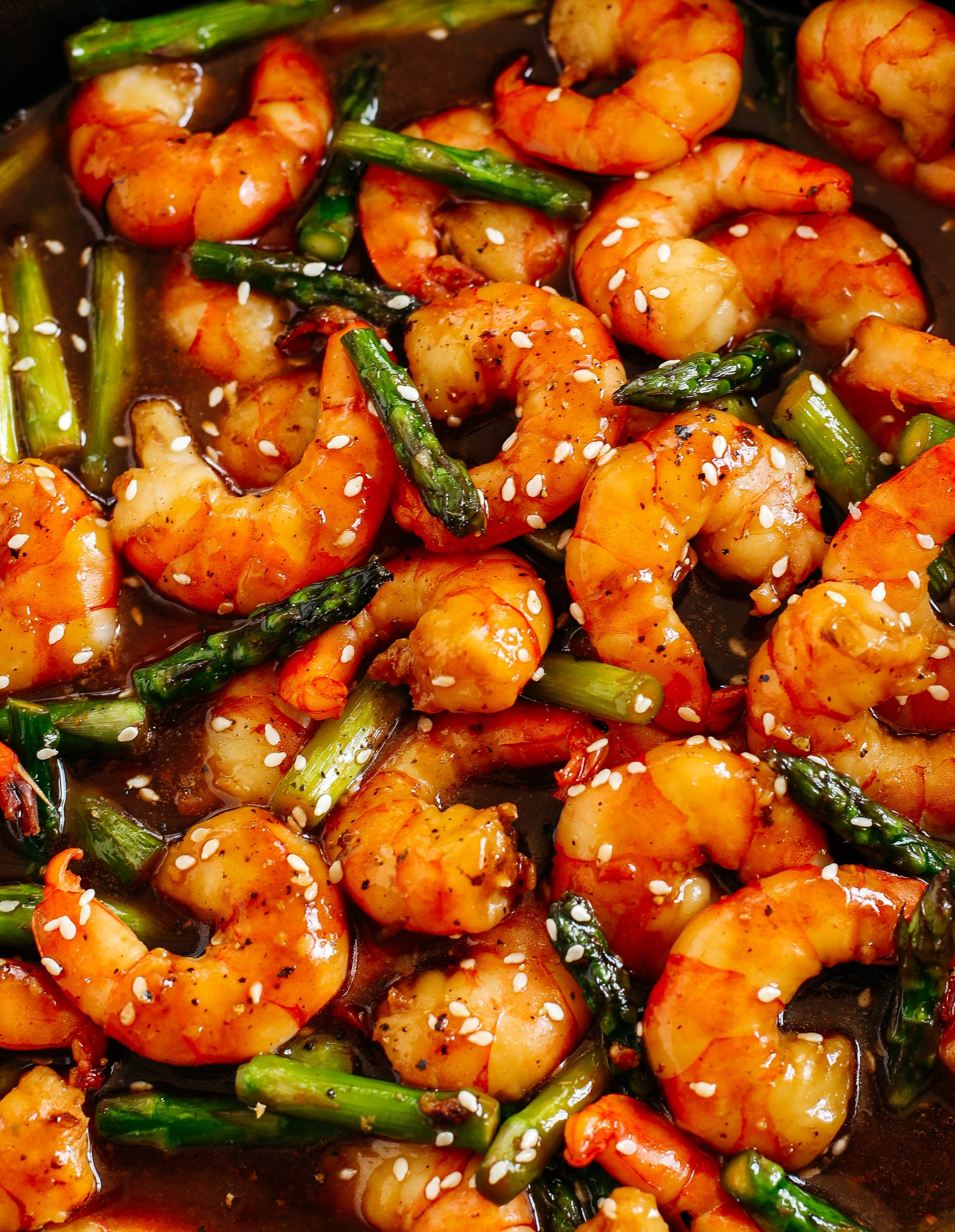 This EASY 15 minute Honey Garlic Shrimp Stir Fry is the perfect weeknight meal that is healthy, flavorful and easily made all in one pan!