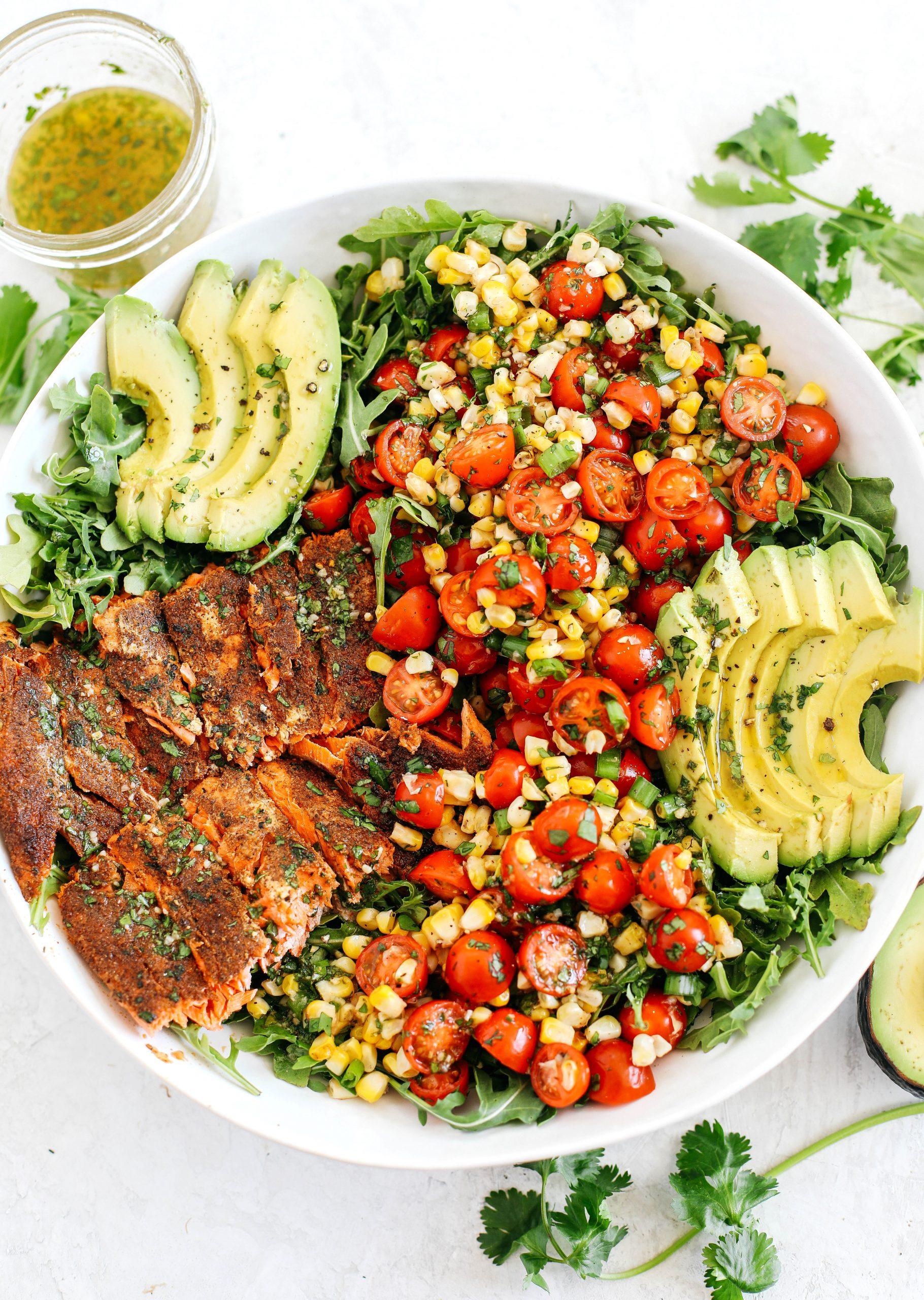 Salmão frito com salada de milho de verão 27