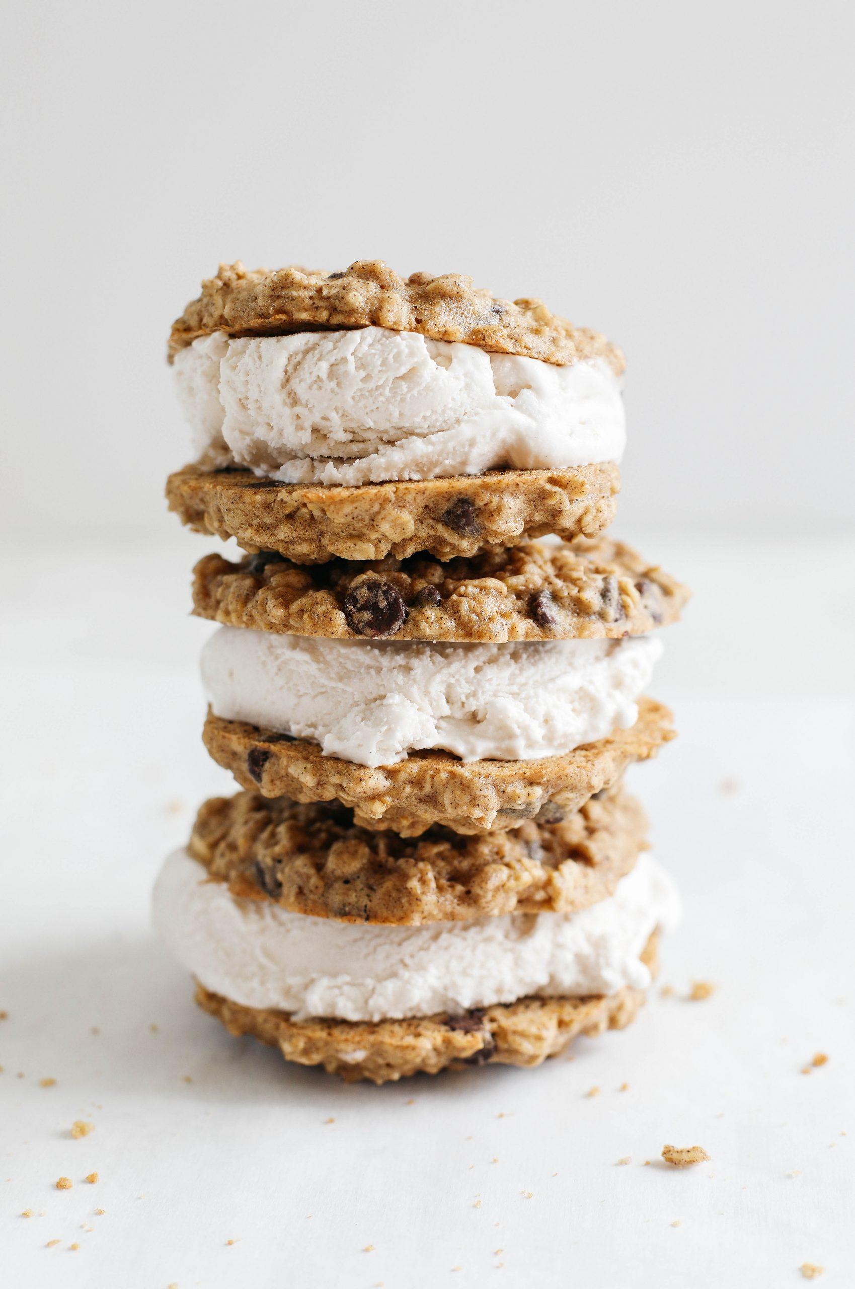 Sanduíches de sorvete de biscoito de aveia e chocolate 19