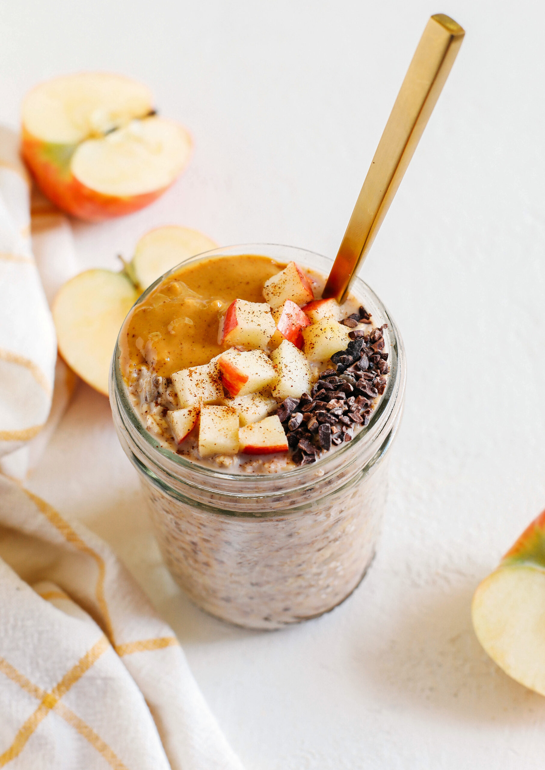 Delicious Apple Pie Overnight Oats easily made in just minutes the night before giving you a deliciously healthy breakfast as soon as you wake up!